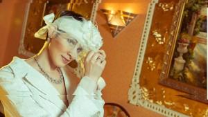 Роскошный интерьер, уютная атмосфера помогут молодожёнам раскрепоститься , а фотографу подчеркнуть красоту и индивидуальность жениха и невесты.